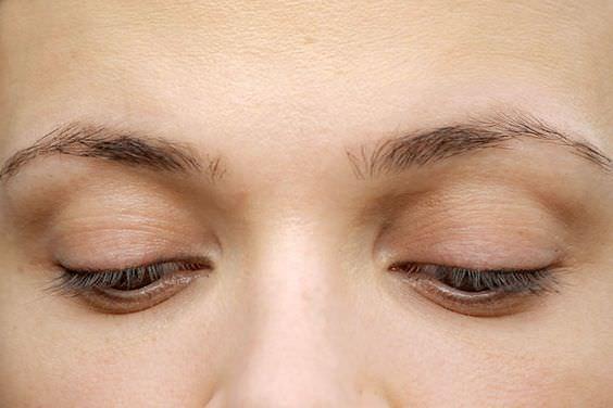 17e1e2c22c822ec67ef4a8b27835ade9--eyebrow-tips-eyebrow-makeup