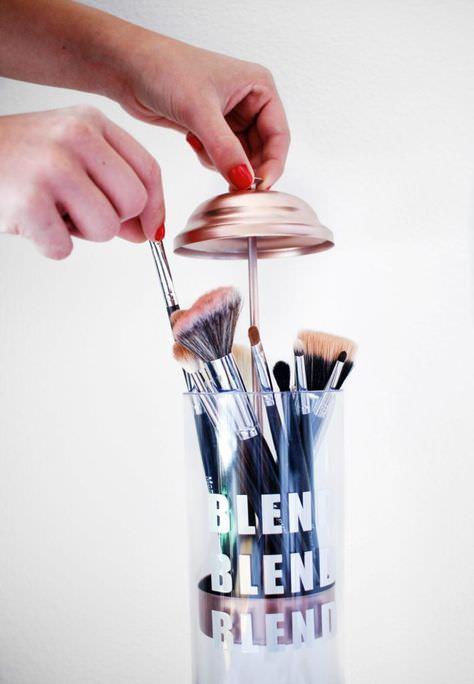 366e98138211dae037109a66082c1007--makeup-holder-makeup-brush-holder-diy